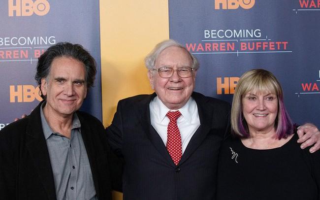 """Cha mẹ Việt hở ra là đòi giữ tiền """"hộ"""" con nhưng tỷ phú Warren Buffett coi đây là một trong những sai lầm tai hại nhất về tiền bạc"""