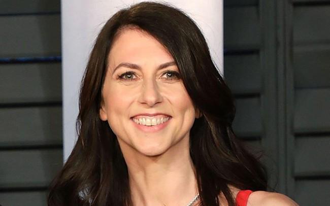 """Hậu ly hôn, vợ cũ tỷ phú Jeff Bezos ngày càng """"lên hương"""", chính thức trở thành người phụ nữ giàu thứ 3 thế giới, nắm trong tay quyền sinh sát Amazon"""