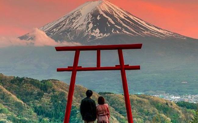 Loạt cổng Torii huyền thoại dọc khắp xứ Phù Tang, có nơi nối dài đến hơn... 10.000 cái