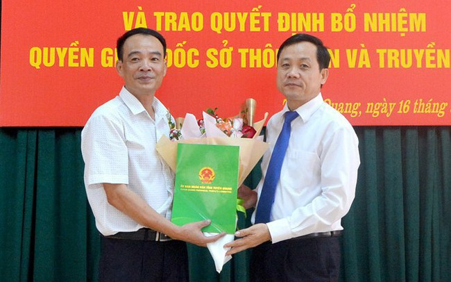 Công bố các quyết định về công tác cán bộ ở Tuyên Quang