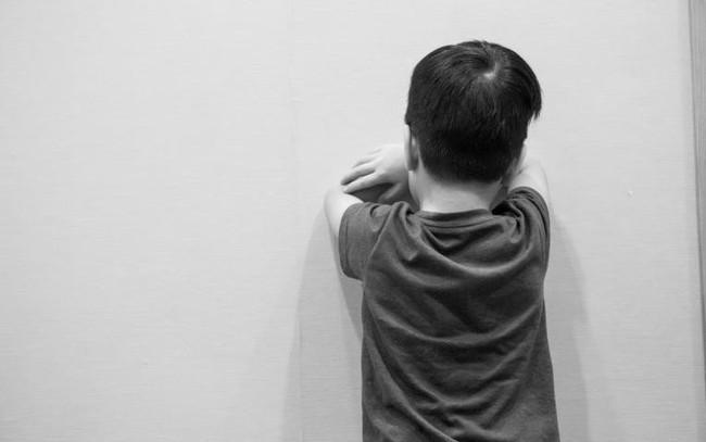 """Tác giả cuốn sách """"Những tin tốt về hành vi xấu"""" cho biết: Quát mắng hay phạt con xưa rồi, cha mẹ hiện đại nên biết cách xử lý này"""
