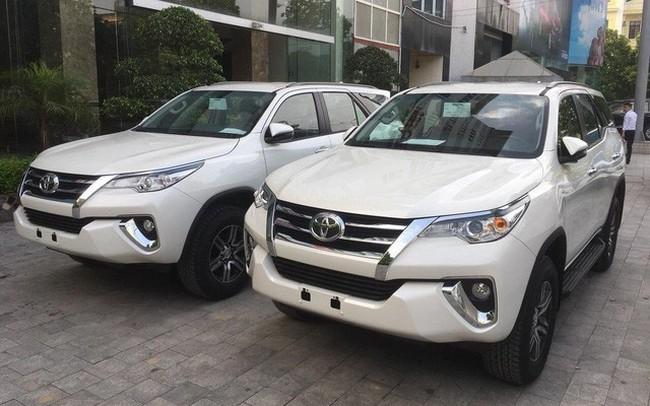 Toyota Fortuner tụt giá cả trăm triệu trước sự bám đuổi của Ford Everest và Hyundai Santa Fe
