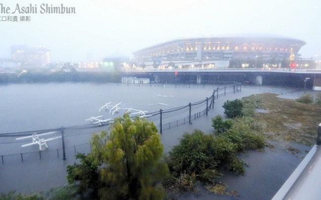 Siêu bão Hagibis vừa gây ra rung lắc cấp độ 4 khiến dân Nhật lo sợ thảm họa kép kèm sóng thần, động đất, lực lượng cứu hộ hoạt động hết công suất