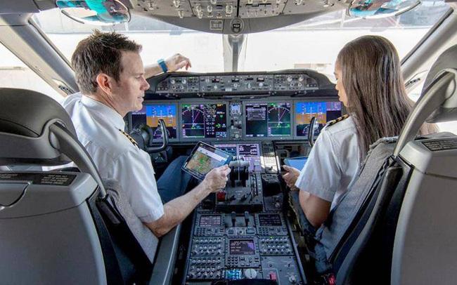 Vì sao United Airlines phải tuyển phi công trước cả chục năm?