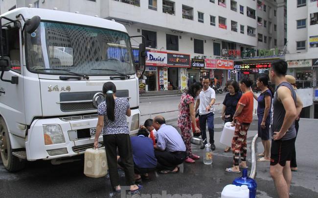 Sau nửa tháng im lặng, Cty nước sạch sông Đà lần đầu xin lỗi người dân