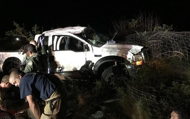 Cuộc rượt đuổi thót tim xe bán tải chở di dân vượt biên vào Mỹ và mánh khóe kẻ buôn người