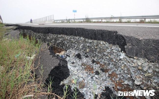 Đường dẫn lên cầu vượt cao tốc 34.500 tỷ sụt lún, nứt toác chỉ sau trận mưa