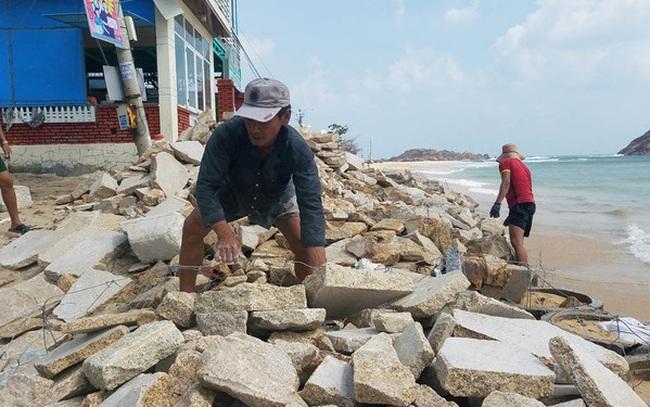 Vác đá vá kè đón bão số 6 Nakri