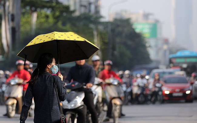 Hà Nội lại chìm trong ô nhiễm, khuyến cáo người dân hạn chế ra đường