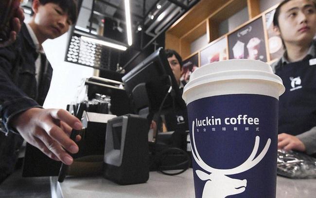 Tăng trưởng 558%, sở hữu hơn 3.000 cửa hàng sau 2 năm, chủ tịch, CEO đều đã trở thành tỷ phú USD: Ngày chuỗi cà phê tỷ đô Luckin Coffee 'hạ gục' Starbucks không còn xa?