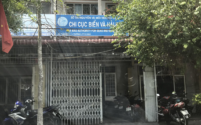 Kỷ luật nữ phó phòng ở Cà Mau đi du học rồi không về nước