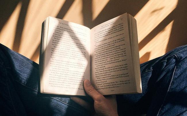 Sau một năm đọc sách, cuộc sống của tôi đã hoàn toàn thay đổi: Hiểu biết nhiều hơn, loại bỏ thói quen xấu, trở thành một người thú vị và sâu sắc