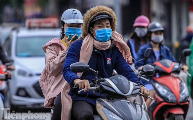 Hà Nội đón không khí lạnh: 'Đã nghe rét mướt luồn trong gió'