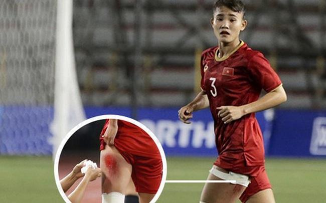 """Fan xót xa hình ảnh tuyển thủ nữ Việt Nam rách đùi, băng gối vẫn lăn xả tranh bóng: """"Dù sao đấy cũng là một cô gái thôi mà"""""""