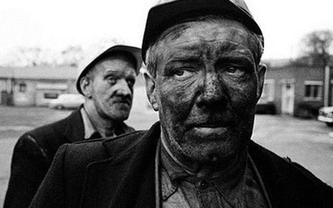 Bài học thâm thuý ai cũng nên đọc: Hai người đàn ông cùng leo ra khỏi một ống khói, ai sẽ đi rửa mặt?