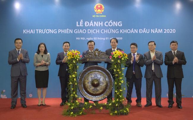 Bộ trưởng Đinh Tiến Dũng đánh cồng khai trương phiên giao dịch chứng khoán đầu năm 2020 tại HNX