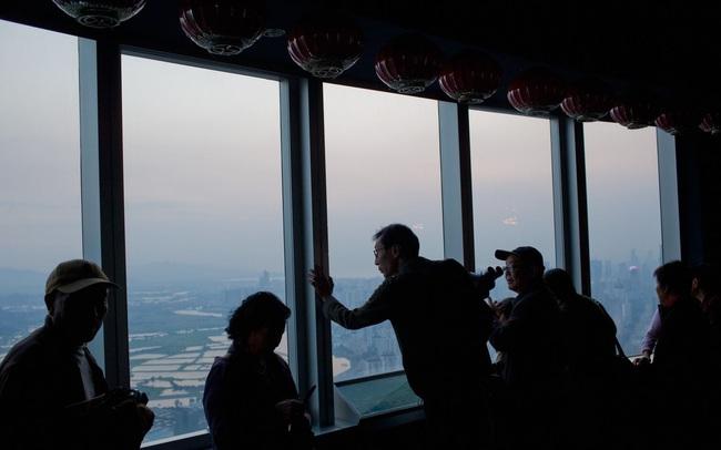 """Bi kịch của những người xây nền đặt móng cho 'Thung lũng Silicon' Trung Quốc: Mắc bệnh hiểm nghèo vì cống hiến cho thành phố, nhưng cuối cùng chỉ biết """"than trời"""" và chờ chết"""