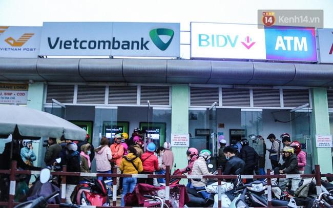 """Tránh xếp hàng ATM dịp Tết, nhiều người chọn giao dịch online nhưng lỗi liên tục, tiền chuyển khoản đã trừ còn người nhận thì...""""bặt vô âm tín"""""""