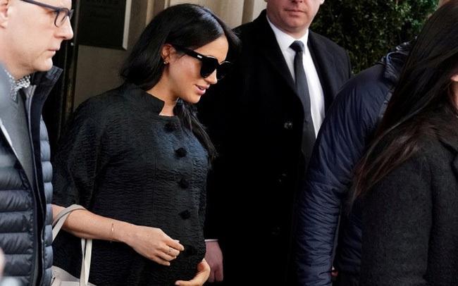 Vợ chồng Meghan Markle dính nghi án sắp bị loại khỏi gia đình Hoàng gia Anh bởi một loạt chi tiết bất thường