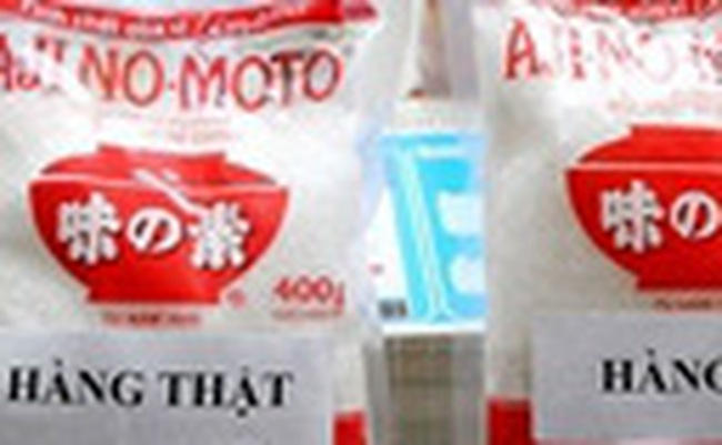 Bắt quả tang cơ sở sản xuất, mua bán bột ngọt Ajinomoto giả
