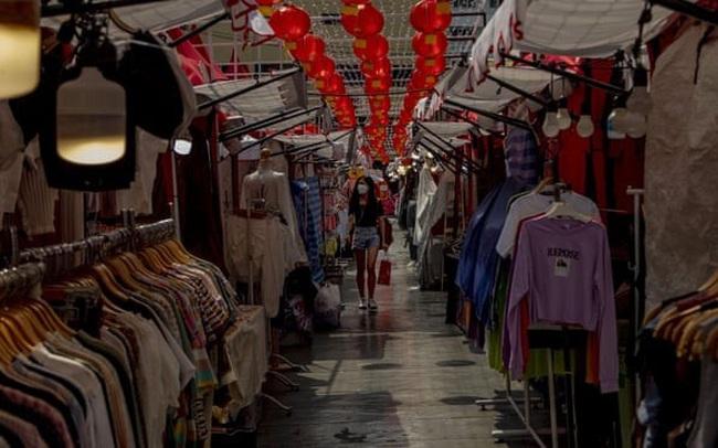 """Tấm biển """"Cố lên Vũ Hán"""", """"Hãy quay lại sớm nhé"""",... và nỗi khổ của ngành du lịch, bán lẻ giữa dịch coronavirus"""