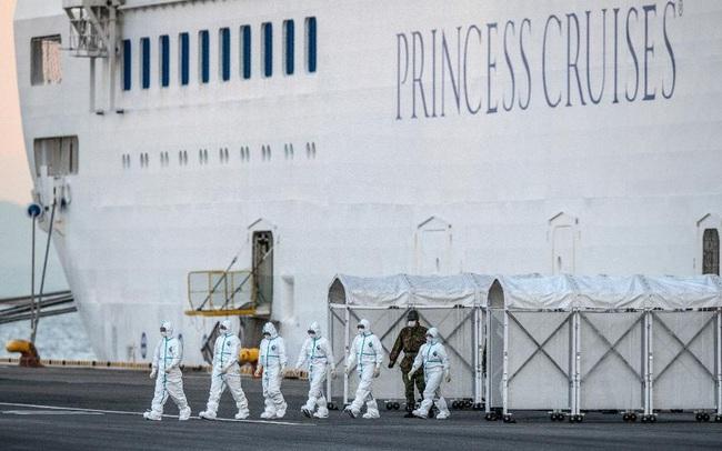 Những người khổ nhất trên siêu du thuyền trở thành ổ dịch corona lớn nhất thế giới ngoài Trung Quốc: Thủy thủ đoàn