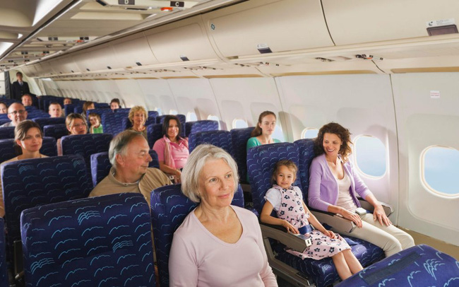 Nhờ hệ thống màng lọc này, không khí trên máy bay an toàn hơn hẳn so với bạn nghĩ: Không chỉ bụi bẩn, virus và vi khuẩn cũng bị loại bỏ đến 99.97%