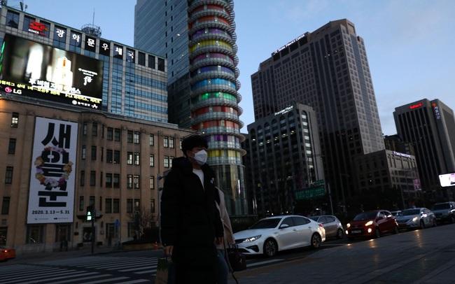 """Chứng kiến số trường hợp mắc bệnh tăng 20 lần trong 5 ngày, Hàn Quốc nâng cảnh báo nguy cơ lây nhiễm Covid-19 lên mức cao nhất """"Nghiêm trọng"""""""