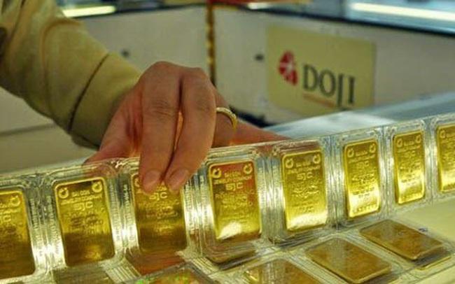 Vì sao doanh nghiệp kéo rộng khoảng cách mua bán và đẩy giá vàng trong nước lên cao hơn thế giới tới 2 triệu đồng/lượng?