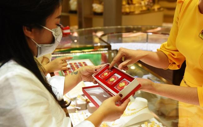 Bất chấp dịch bệnh, doanh số bán vàng Thần Tài vẫn đạt kỷ lục