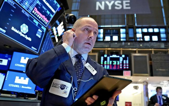 Chứng khoán Mỹ đồng loạt hồi phục sau phiên bán tháo mạnh nhất kể từ tháng 10, Dow Jones có lúc tăng hơn 350 điểm