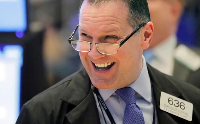 Chứng khoán Mỹ khởi sắc phiên thứ 2 liên tiếp, Dow Jones bứt phá hơn 400 điểm, Nasdaq chạm đỉnh lịch sử bất chấp diễn biến tồi tệ của dịch bệnh do virus corona
