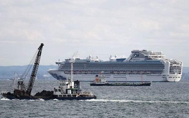 Phát hiện 10 trường hợp nhiễm cúm Vũ Hán trên siêu tàu du lịch chở 3.700 người bị cách ly tại Nhật