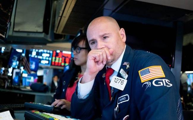 Lo ngại virus corona sẽ gây ảnh hưởng nặng nề đến kinh tế Trung Quốc, Phố Wall quay đầu giảm điểm, Dow Jones mất gần 300 điểm