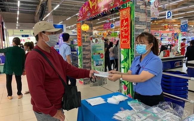 Aeon, Canifa, Dệt kim Đông Xuân (Vinatex), BigC, Saigon Co.op: Đây là những địa điểm người dân có thể mua khẩu trang đúng giá