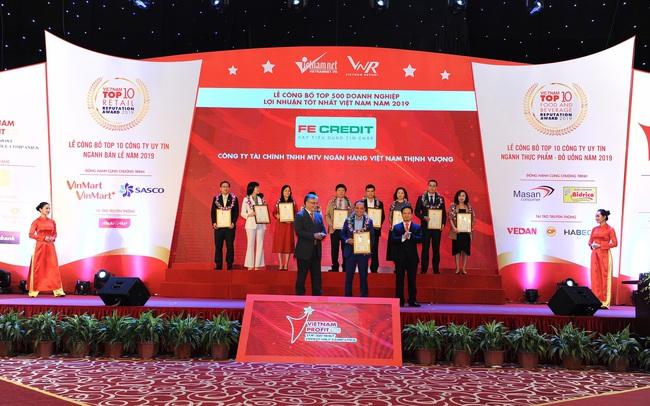 FE CREDIT khởi đầu năm mới bằng cú đúp giải thưởng danh giá do Việt Nam report bình chọn