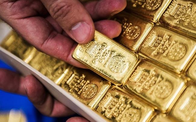 Dịch bệnh lan rộng nhưng giá vàng vẫn không ngừng lao dốc