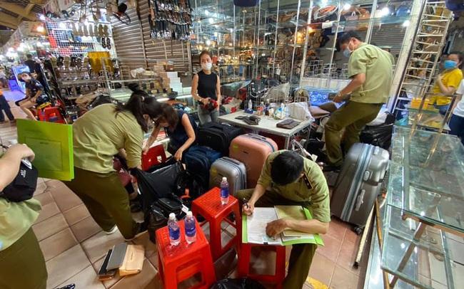 Thu giữ hàng nghìn sản phẩm nghi giả mạo Rolex, Gucci, Prada... đang được bán ở Sài Gòn Square và chợ Bến Thành