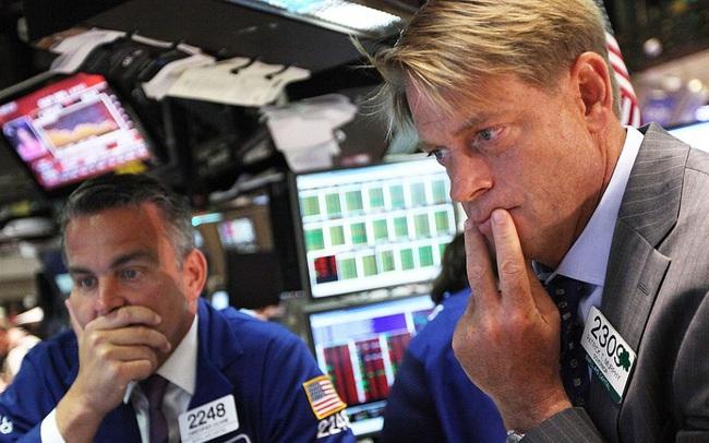 Phố Wall chìm trong hoảng loạn dù được Fed bơm 500 tỷ USD, Dow Jones giảm thê thảm hơn cả khủng hoảng tài chính 2008