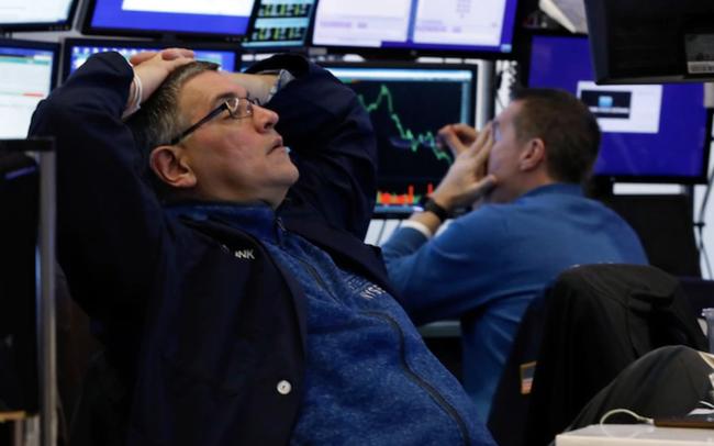 Bất chấp một loạt động thái tích cực từ phía NHTW và Tổng thống Trump, Dow Jones thủng 20.000 điểm ngay đầu phiên