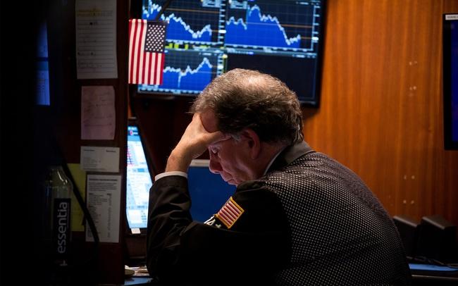 Tổng thống Trump cho biết dịch bệnh có thể kéo dài đến tháng 8, Phố Wall 'quay cuồng' trong hoảng loạn, Dow Jones 'sập' hơn 3.000 điểm