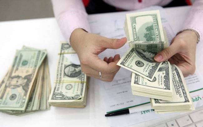 """Giá USD trên """"chợ đen"""" tăng vọt, chính thức chạm mốc 24.000 đồng"""