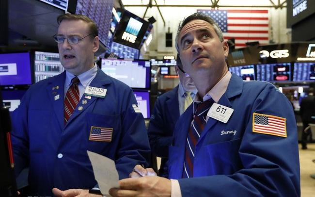 Phố Wall bất ngờ hồi phục sau đà giảm mạnh nhất trong 3 năm, cổ phiếu nhóm công nghệ bứt phá