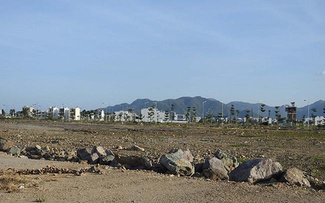 """Hàng nghìn hồ sơ chuyển nhượng quyền sử dụng đất ở Khánh Hòa """"bị vướng"""""""