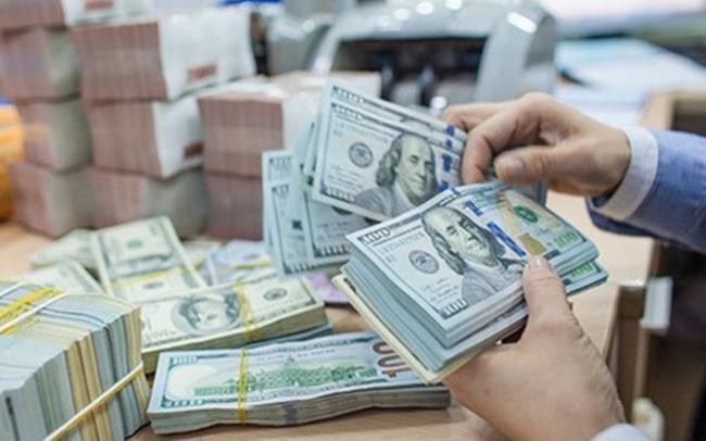 NHNN chính thức can thiệp thị trường, bán USD rẻ hơn giá ngân hàng