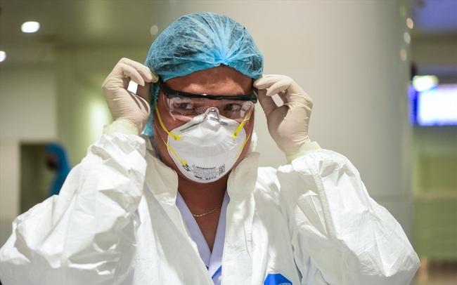 Chia sẻ của bác sĩ Việt về sự hy sinh của đồng nghiệp trong trận chiến chống Covid-19 ở Indonesia: Cái chết có thể đến bất ngờ mà ta không bao giờ kịp mặc cả