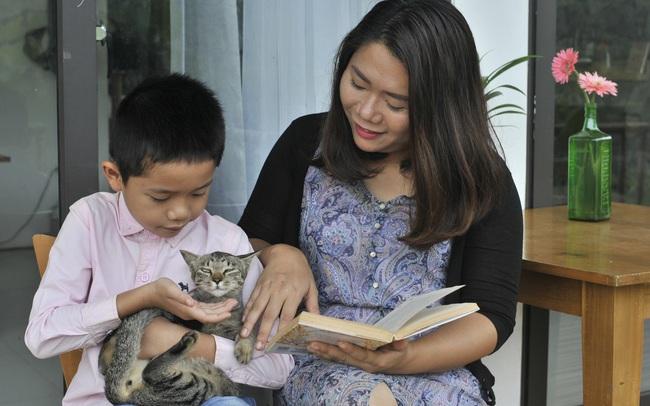 Vượt qua cú sốc con tự kỷ, nữ giám đốc ở Hà Nội đóng 4 cơ sở dạy tiếng Anh, đổi mọi công sức và tiền bạc lấy... 3 giây con nhìn vào mắt mình
