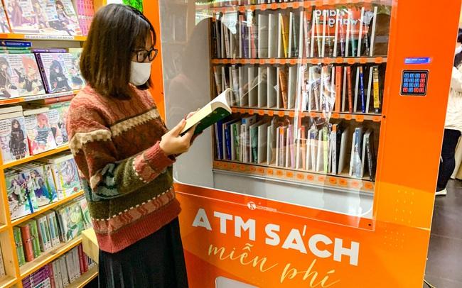 Cây ATM sách miễn phí ra mắt tại Hà Nội: Tri thức sẽ giúp con người thoát nghèo bền vững