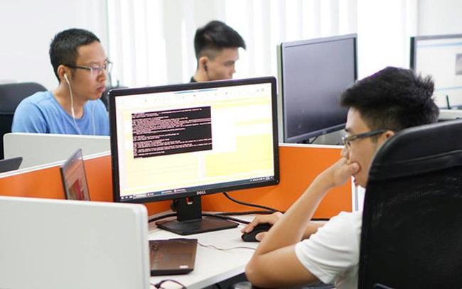 """Lương kỹ sư IT có kinh nghiệm bằng """"sếp"""" ở ngành khác"""