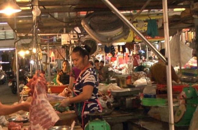 """Giá thịt lợn vẫn tăng hàng ngày giữa """"thủ phủ"""" chăn nuôi"""